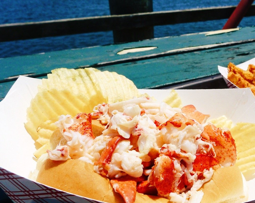 The Best Lobster Rolls in Maine | Female Travel & Lifestyle Blog | Earth Below Girls