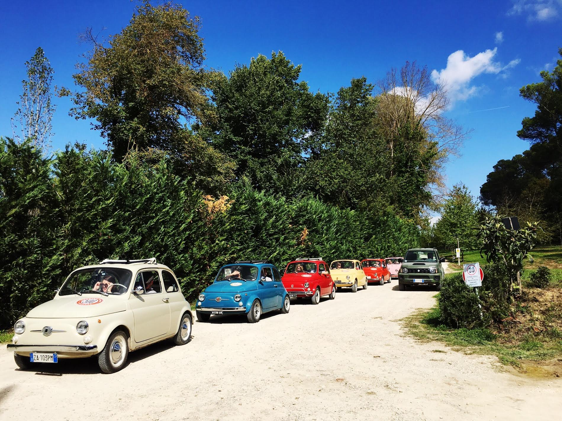 Touring Tuscany in a Fiat 500 with 500 Touring Club. More on Earth Below Girls, female travel & lifestyle blog featuring travel tips & food recommendation.