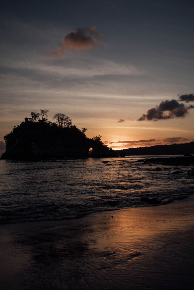 Sunset at Crystal Bay Beach in Nusa Penida | Indonesia